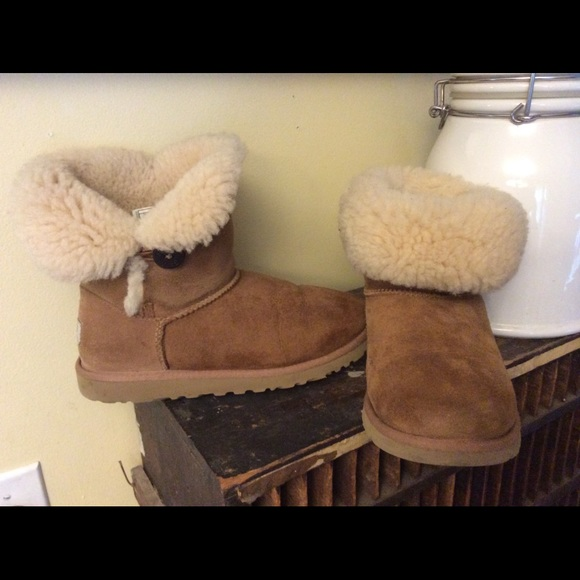 6dc285f88c2 UGGs classic short roll down boots 6